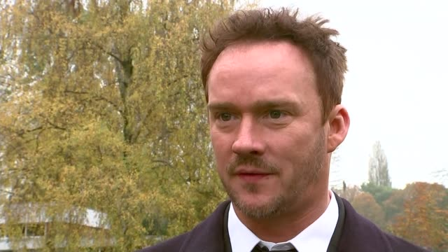 vidéos et rushes de funeral day russell watson arriving for funeral actress sue johnston arriving russell watson interview sot pink coffin of kirsty howard carried from... - sue johnston