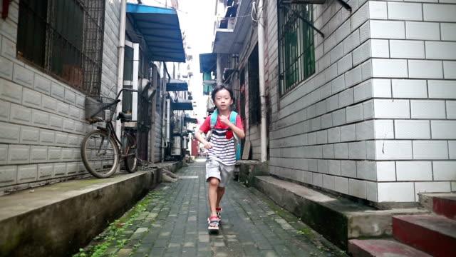 学校に戻る  - 胡同点の映像素材/bロール