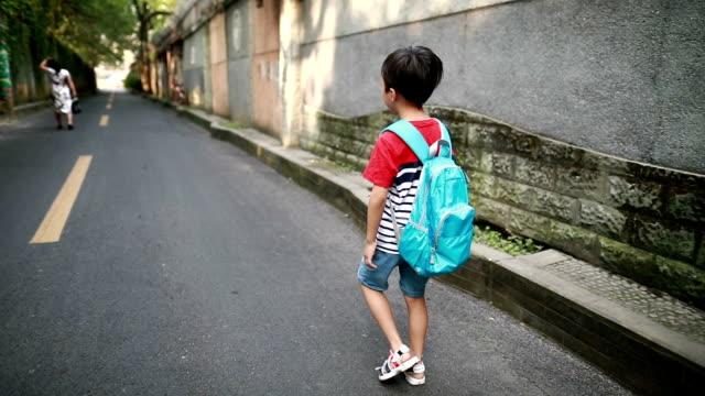 vidéos et rushes de retour à l'école - vidéo portrait