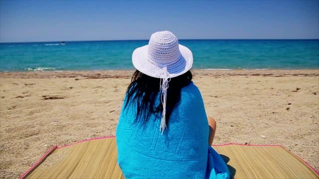 back view,woman enjoying in the beach on summer vacation,amazing tourist destination - asciugamano video stock e b–roll