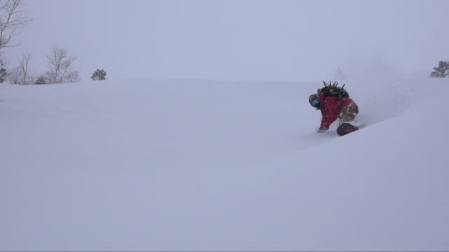 backcountry snowboarding - caucasian appearance stock videos & royalty-free footage