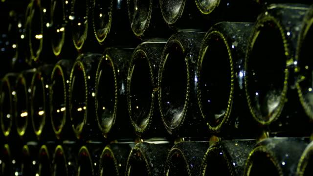 vídeos y material grabado en eventos de stock de fondo - champagne en la bodega - botella de vino