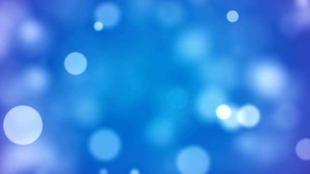vídeos de stock, filmes e b-roll de fundo com bokeh bonito azul círculos - parélio
