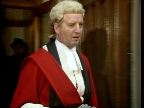 stockvideo's en b-roll-footage met crown court ms judge stuartsmith in wig and gown out of court towards and lr into car - pruik