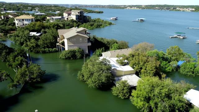 上記の大邸宅はオースティンの歴史的な洪水によって浸水をバックアップ - ダメージ点の映像素材/bロール