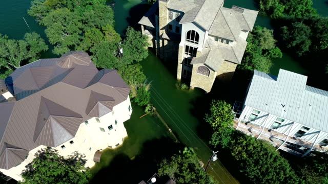 バックアップとの大邸宅、高級住宅からはオースティンの洪水、洪水によって水中の家を破損しています。 - ダメージ点の映像素材/bロール