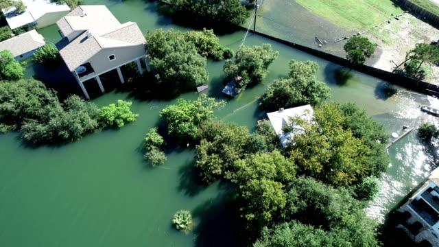 バックアップと大邸宅や高級住宅の洪水によって現在破損しているから - ダメージ点の映像素材/bロール
