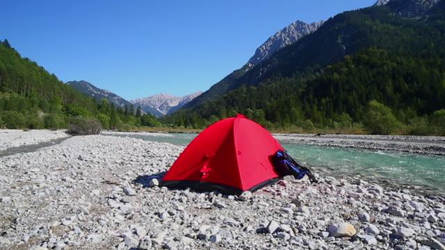 vídeos y material grabado en eventos de stock de pan backpacker camping on rissbach river in the karwendel mountain range in the alps  - tienda de campaña