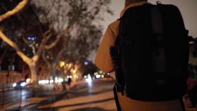 vidéos et rushes de backpacker à shanghai - manteau et blouson d'hiver