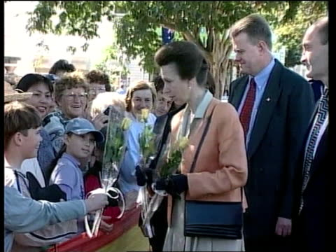 vídeos y material grabado en eventos de stock de backpacker's hostel fire princess anne visits itn queensland childers prince anne taking flowers from people during walkabout in town where 15 people... - hostal