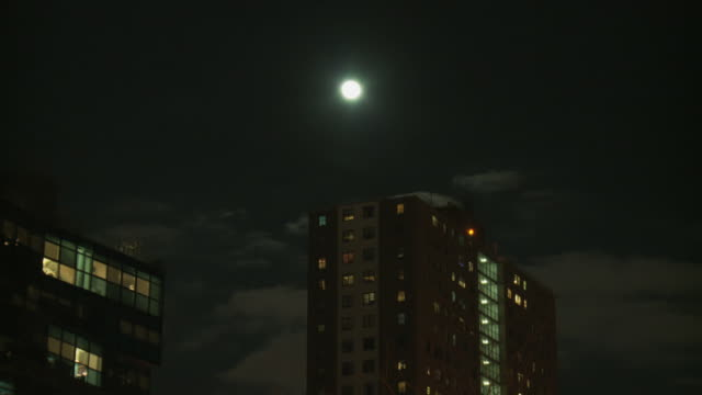stockvideo's en b-roll-footage met ms backplate of highrise building with full moon at night / new york, new york, usa - opeenvolgende serie