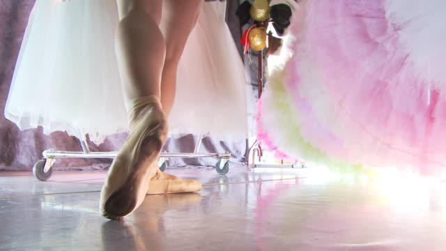 backstage ballet - gympingdräkt bildbanksvideor och videomaterial från bakom kulisserna