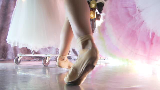 vídeos y material grabado en eventos de stock de backstage ballet - malla de gimnasia