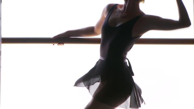 vídeos y material grabado en eventos de stock de backstage ballet - barra de deportes