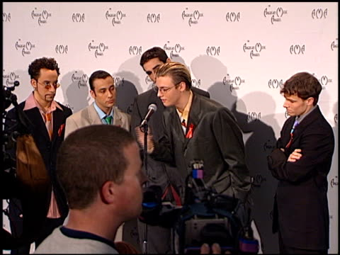 stockvideo's en b-roll-footage met backstreet boys at the american music awards 1998 at the shrine auditorium in los angeles california on january 26 1998 - 1998
