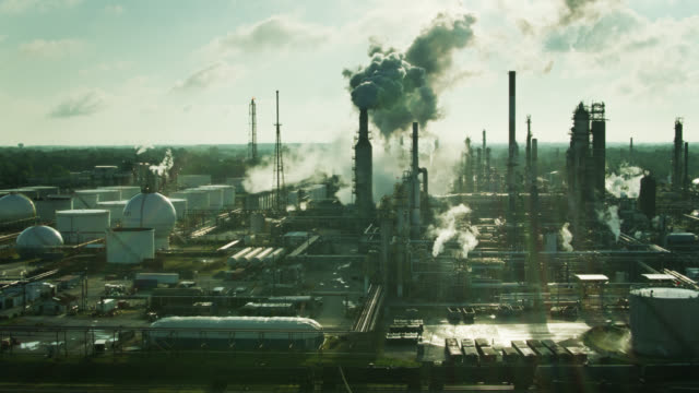 backwards drone shot of massive oil refinery in east toledo, ohio - ohio stock videos & royalty-free footage