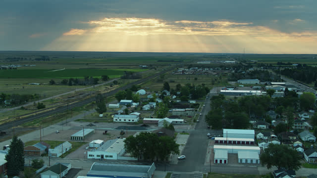 backwards drone shot over town surrounded by farmland in nebraska - establishing shot stock videos & royalty-free footage
