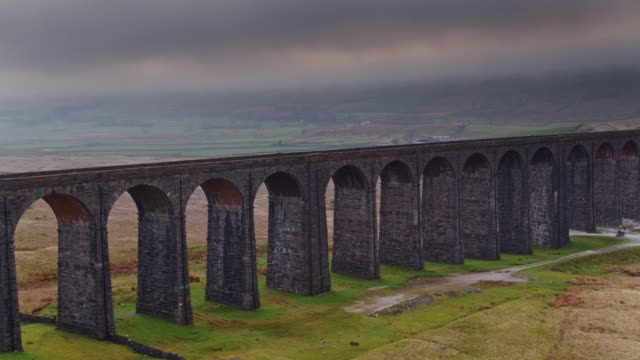 Achteruit vlucht Over Ribblehead Viaduct