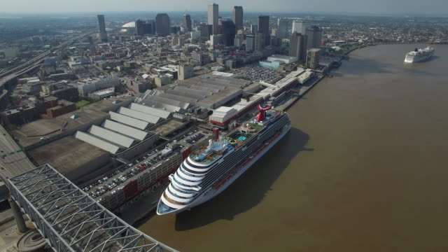 backworks over bridge new orleans city reveal 4k transportation - cruising stock videos & royalty-free footage