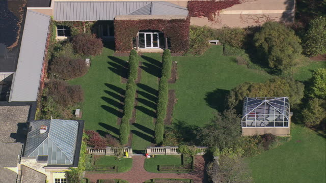 aerial backyard and greenhouse on the property of the george eastman house / rochester, new york, united states - ジョージア調点の映像素材/bロール