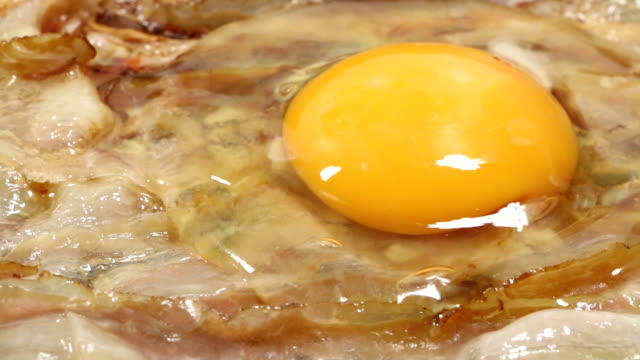 Bacon with fried egg