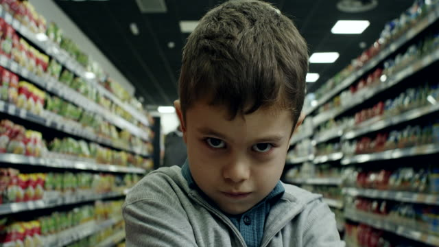 vídeos de stock e filmes b-roll de bad boy in supermarket - displeased