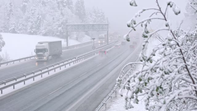 高速道路の悪天候 - 横滑り点の映像素材/bロール