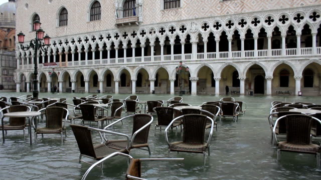 bad weather in venice - doge's palace flooding - venice italy stock videos & royalty-free footage