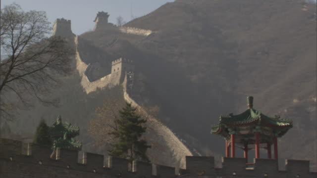 ms badaling section of great wall of china climbing up steep mountain slope, yanqing county, china - badaling great wall stock videos & royalty-free footage