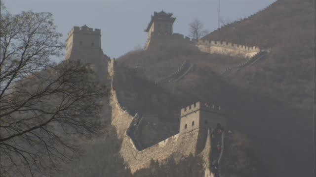 ms badaling section of great wall of china climbing up steep mountain slope, yanqing county, china - badaling great wall stock videos & royalty-free footage