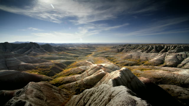 ws pan badlands, south dakota, usa - badlands stock videos & royalty-free footage