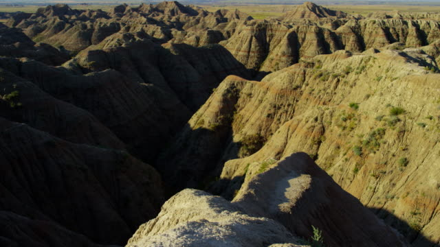 usa badlands view of sandstone buttes desert prairie - south dakota stock-videos und b-roll-filmmaterial