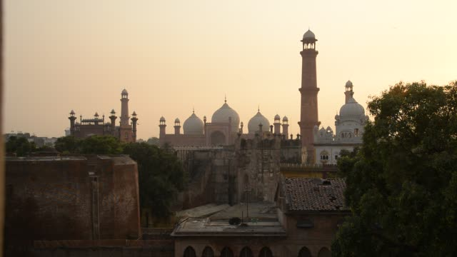 badshahi mosque, evening - eid mubarak stock videos & royalty-free footage