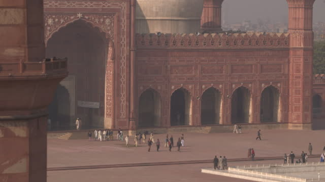 badshahi mosque, lahore, pakistan - lahore pakistan stock videos & royalty-free footage