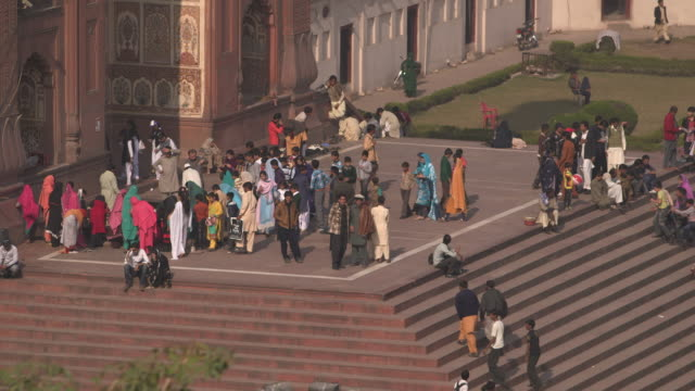 badshahi mosque, lahore, pakistan - lahore pakistan stock videos & royalty-free footage