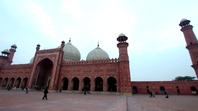 badshahi mosque, lahore - lahore pakistan stock videos & royalty-free footage