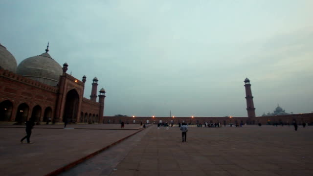 badshahi mosque, lahore - punjab pakistan stock videos and b-roll footage