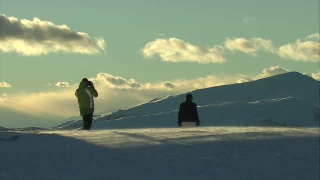 baeutiful skiing day, plan de corones - dolomiti video stock e b–roll