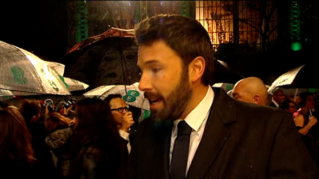 red carpet and interviews ben affleck interview sot george clooney interview sot clooney chatting to press on red carpet / clooney hugging bradley... - ben affleck stock videos and b-roll footage
