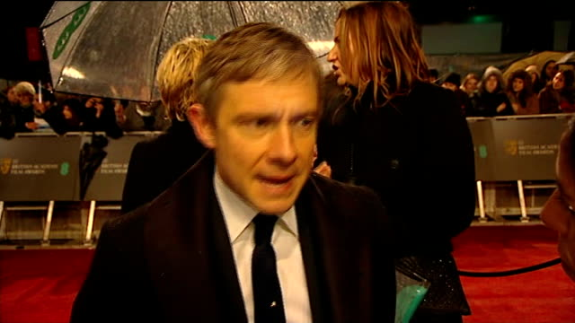 vídeos y material grabado en eventos de stock de red carpet and interviews england london covent garden royal opera house photography** alicia vikander chatting / simon pegg being interviewed /... - martin freeman