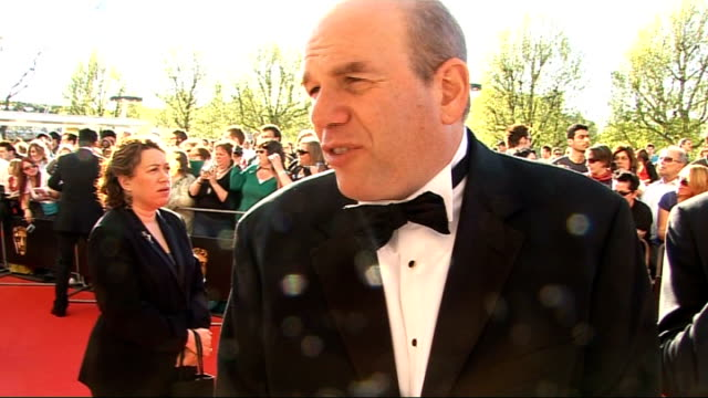 red carpet arrivals; david simon (creator, 'the wire' interview sot - on the huge success of the show / on learning lines and all the jargon / amazed... - スーザン ボイル点の映像素材/bロール