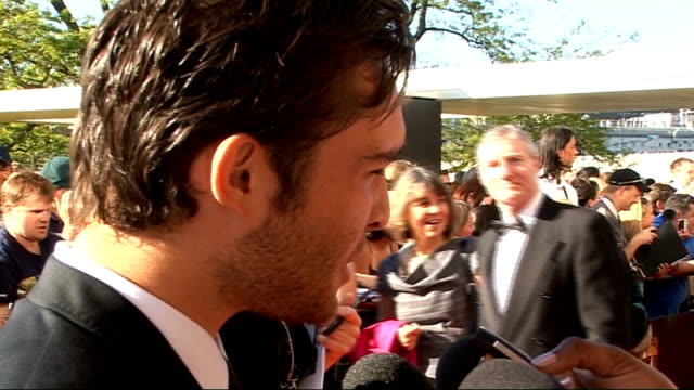 red carpet arrivals; ed westwick talking to press / westwick talking to other crew sot westwick interview sot - on being famous / on being a... - スーザン ボイル点の映像素材/bロール