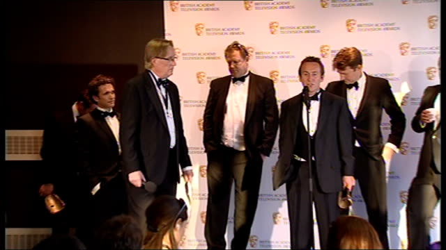 winner's room bruce parry press conference sot great honour for him and 'amazon' team to win award / so much effort went in to series / eight months... - zahl 8 stock-videos und b-roll-filmmaterial