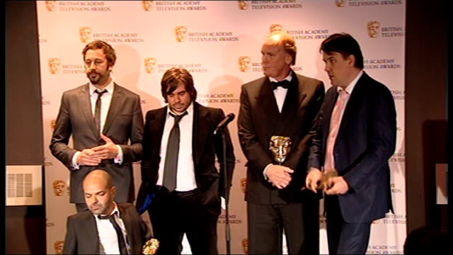 winner's room; cast and crew of 'it crowd' introduced on to on stage including chris o'dowd ash atalla press conference sot - used to not winning so... - 英国アカデミー賞テレビ部門点の映像素材/bロール