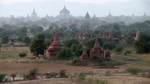bagan ruins in myanmar - vier tiere stock-videos und b-roll-filmmaterial