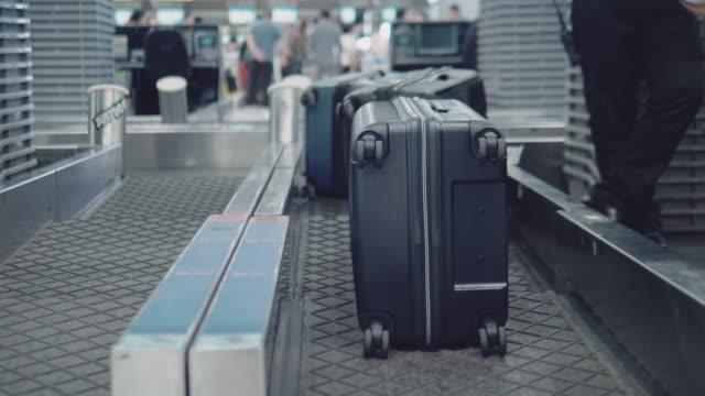手荷物のチェックイン - ベルト点の映像素材/bロール