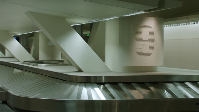 ms td baggage claim conveyor belt at sfo - airport stock videos & royalty-free footage