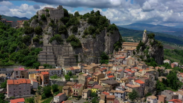 bagnoli del trigno village in molise, italy - cliff dwelling stock videos & royalty-free footage