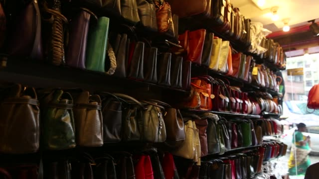 vídeos y material grabado en eventos de stock de bags are displayed in the window of a leather goods store in the dharavi area of mumbai, india, on tuesday, july 18 passing pedestrians and traffic... - iva