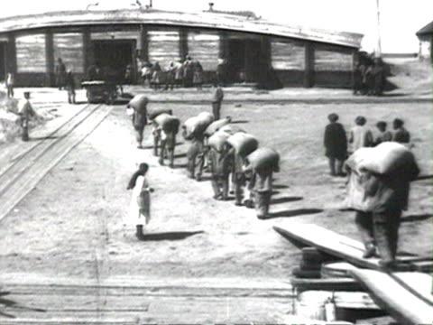 bags of grain brought to warehouse audio/ russia - warehouse点の映像素材/bロール